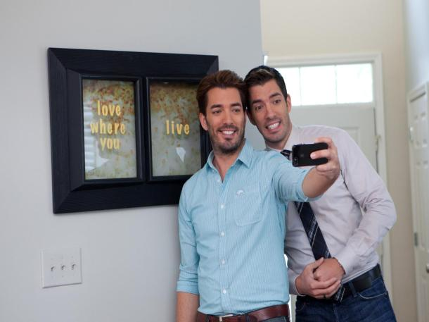 BP_HBUSE301_Drew-Jonathan-Scott-Buying-And-Selling-selfie_4x3.jpg.rend.hgtvcom.1280.960